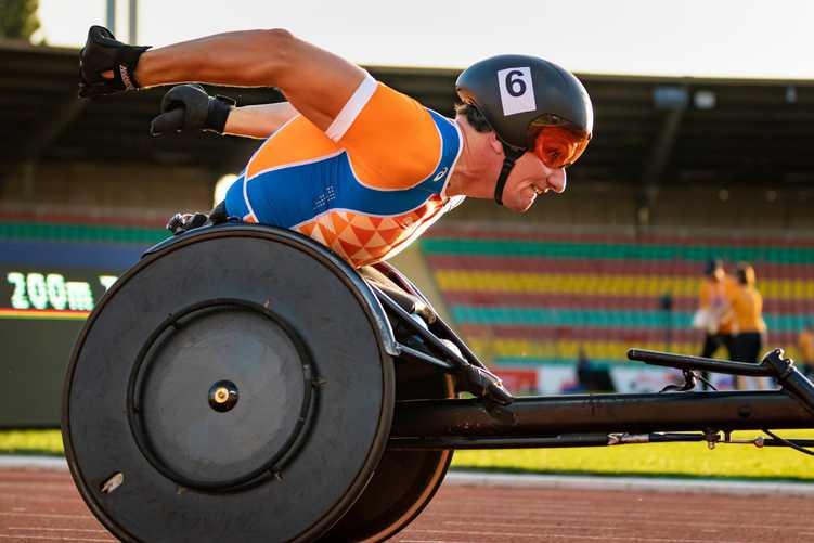 Beinloser Sportler bei einem Rennen bei den Paralympics