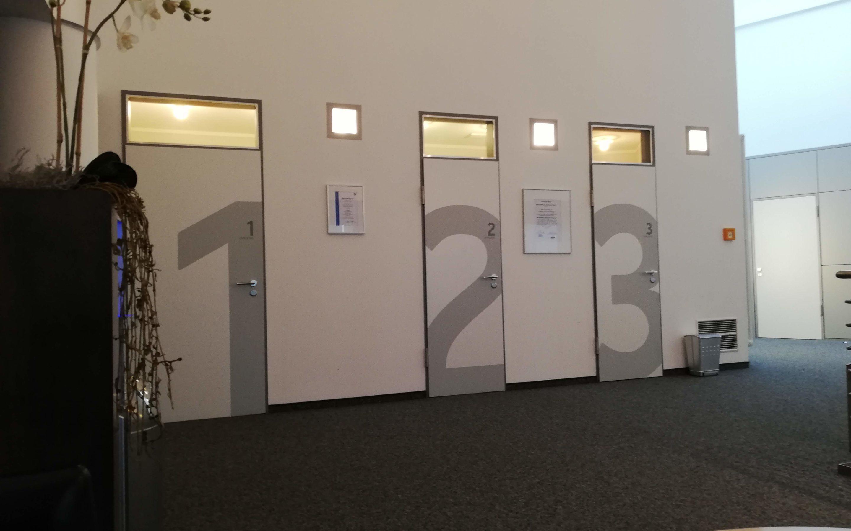 Eingang zur Umkleide vorm MRT